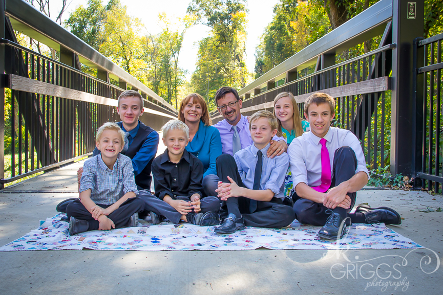 St Louis Family Photographer - KGriggs Photography - family of 8 in park