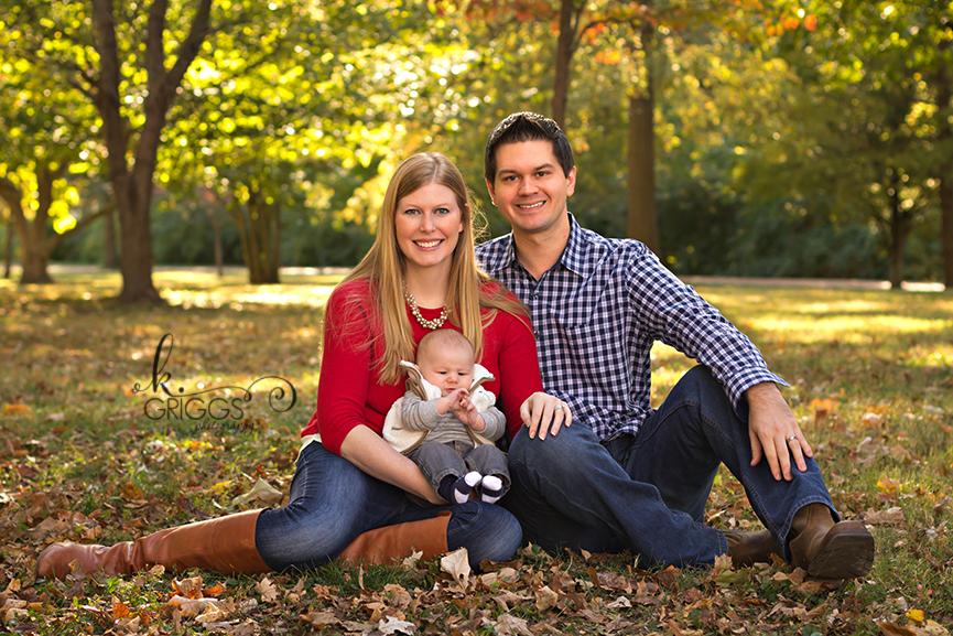 St. Louis Family Photographer - KGriggs Photography - two parents and little boy - Oak Knoll Park, St. Louis, MO