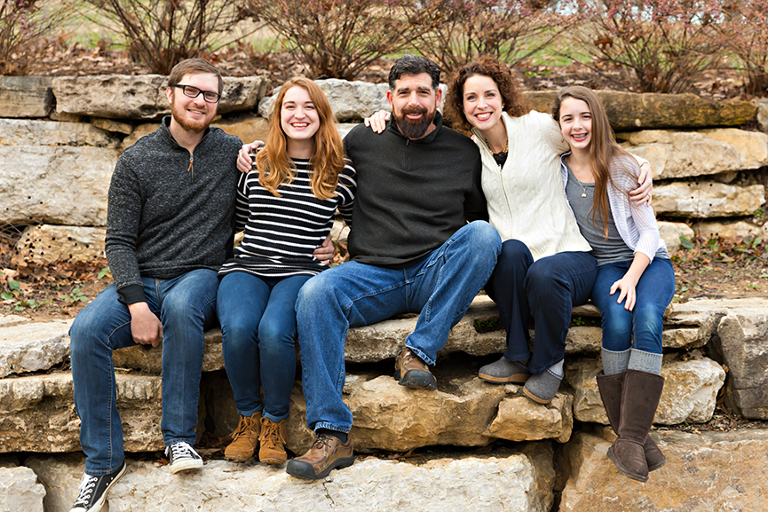 Family of 5 sitting on rocks | Kirkwood Photography