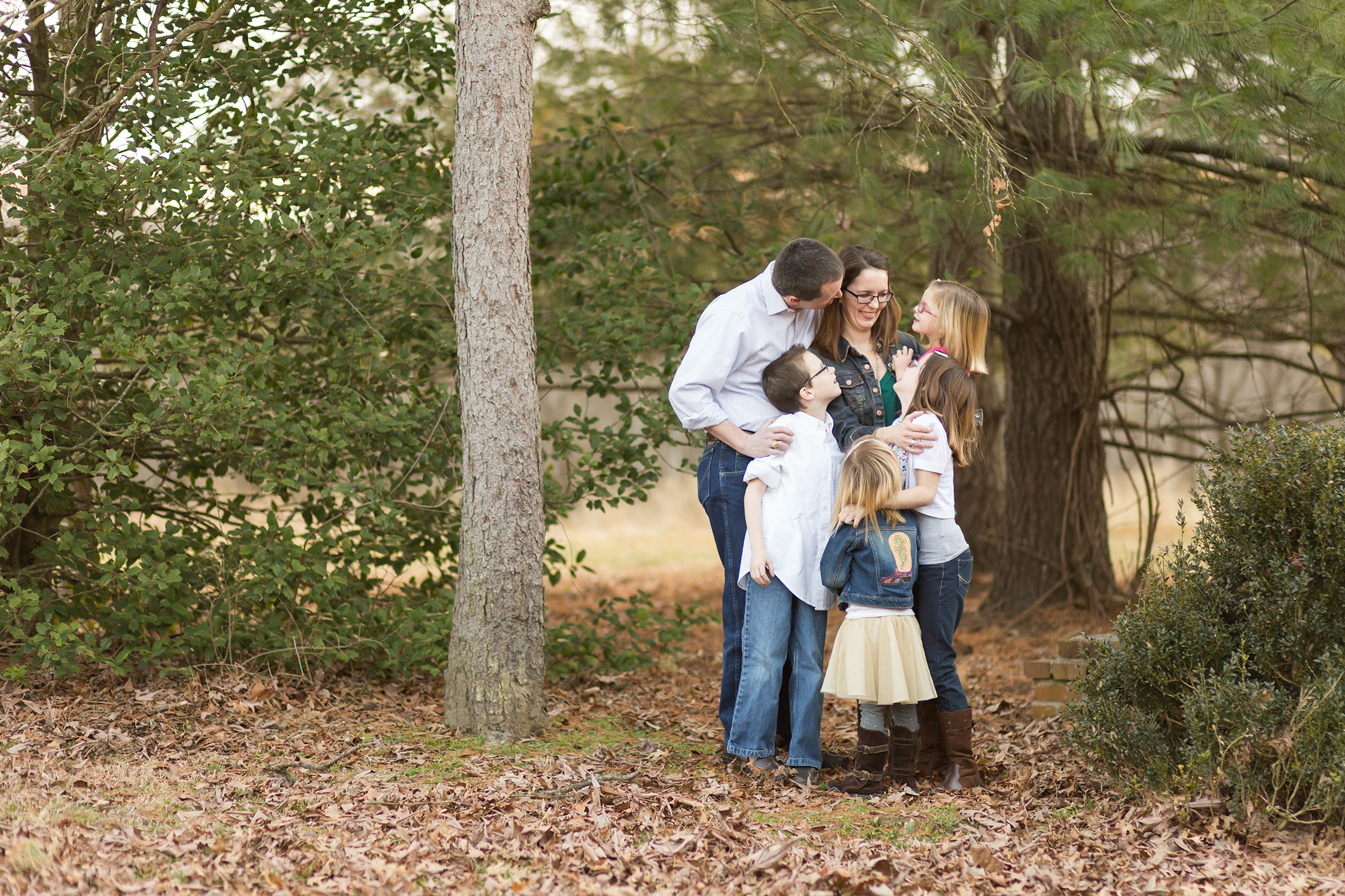 Family of 6 standing under a tree | St. Louis Portraits