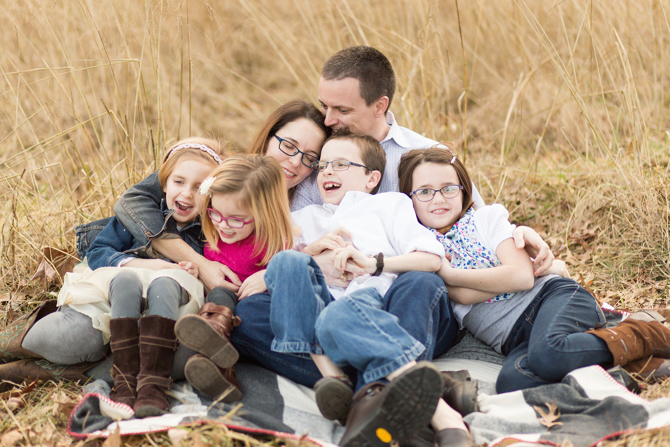 Family of 6 sitting in a field | St. Louis Photographer