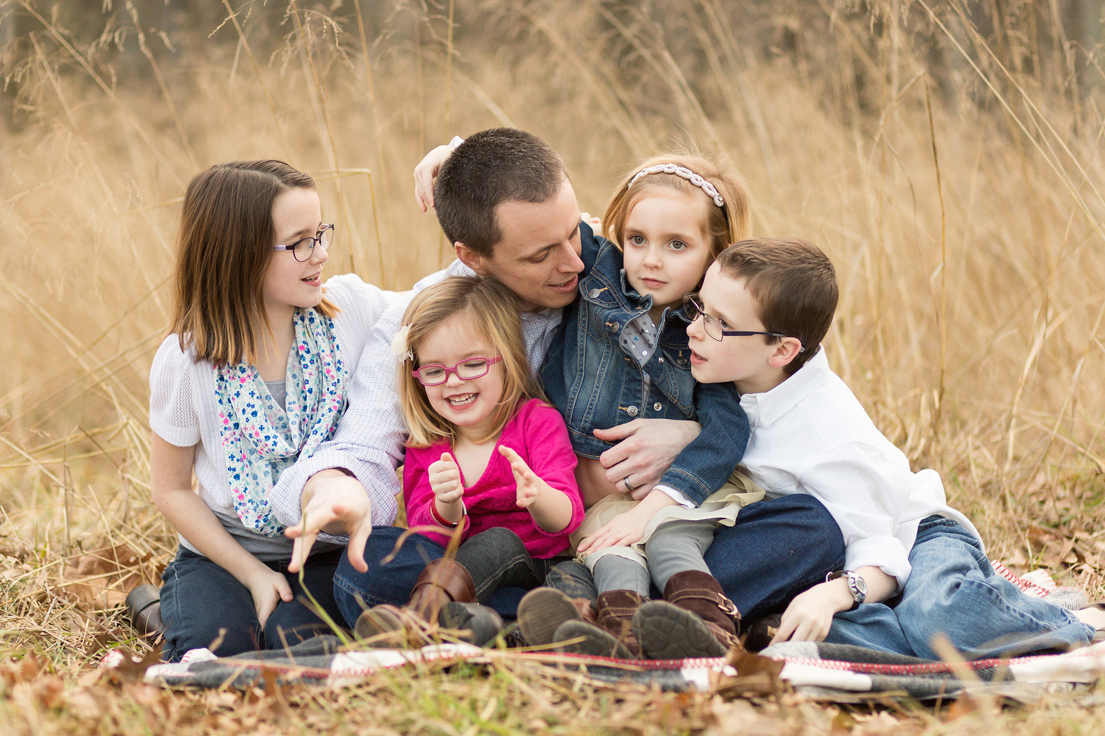 Daddy with his four kids having fun. | St. Louis Family Photography