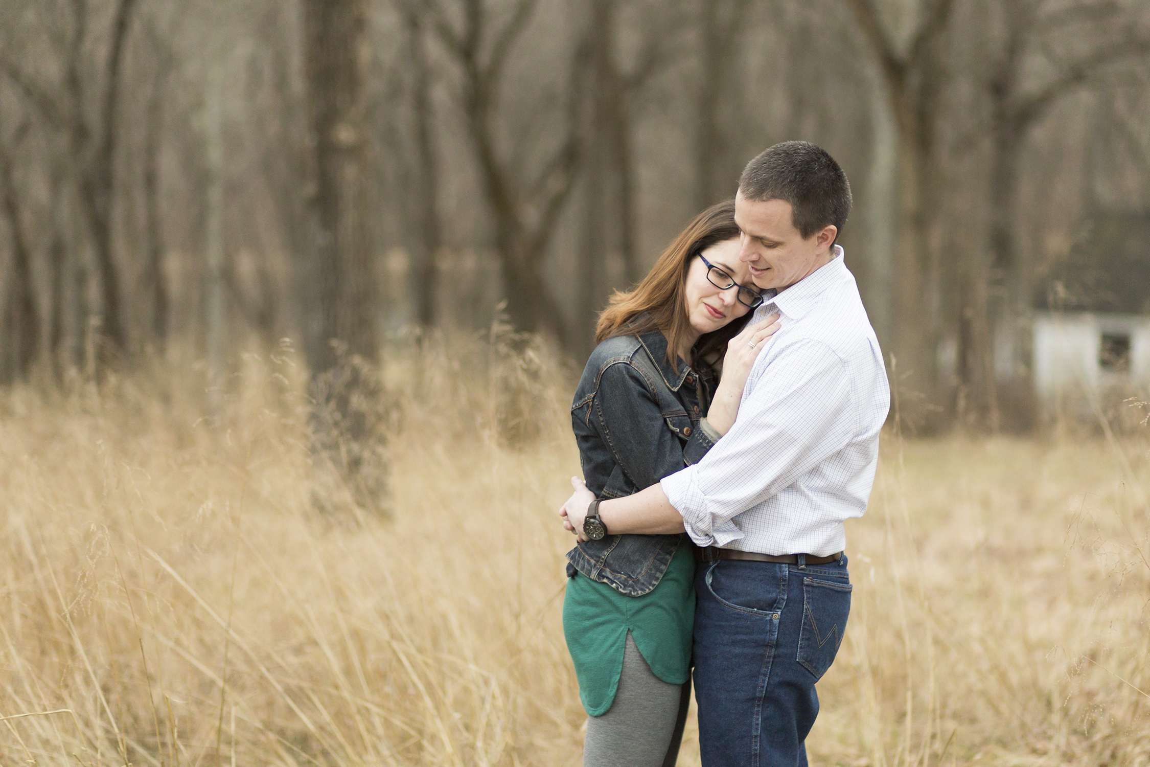 Husband and wife hugging | St. Louis Photographer