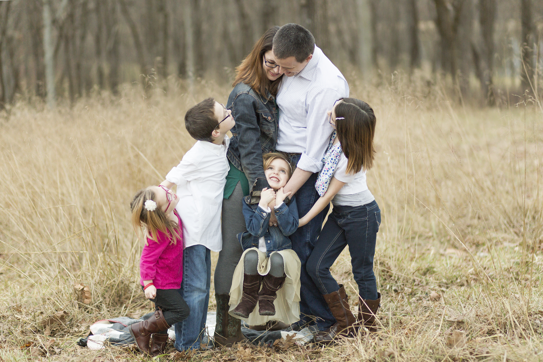Family of 6 standing hugging | St. Louis Photographs