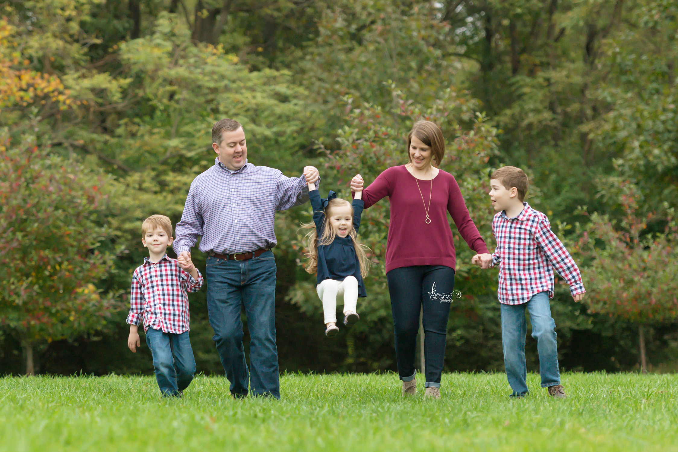 Family of 5 walking toward camera | St. Louis Photographer