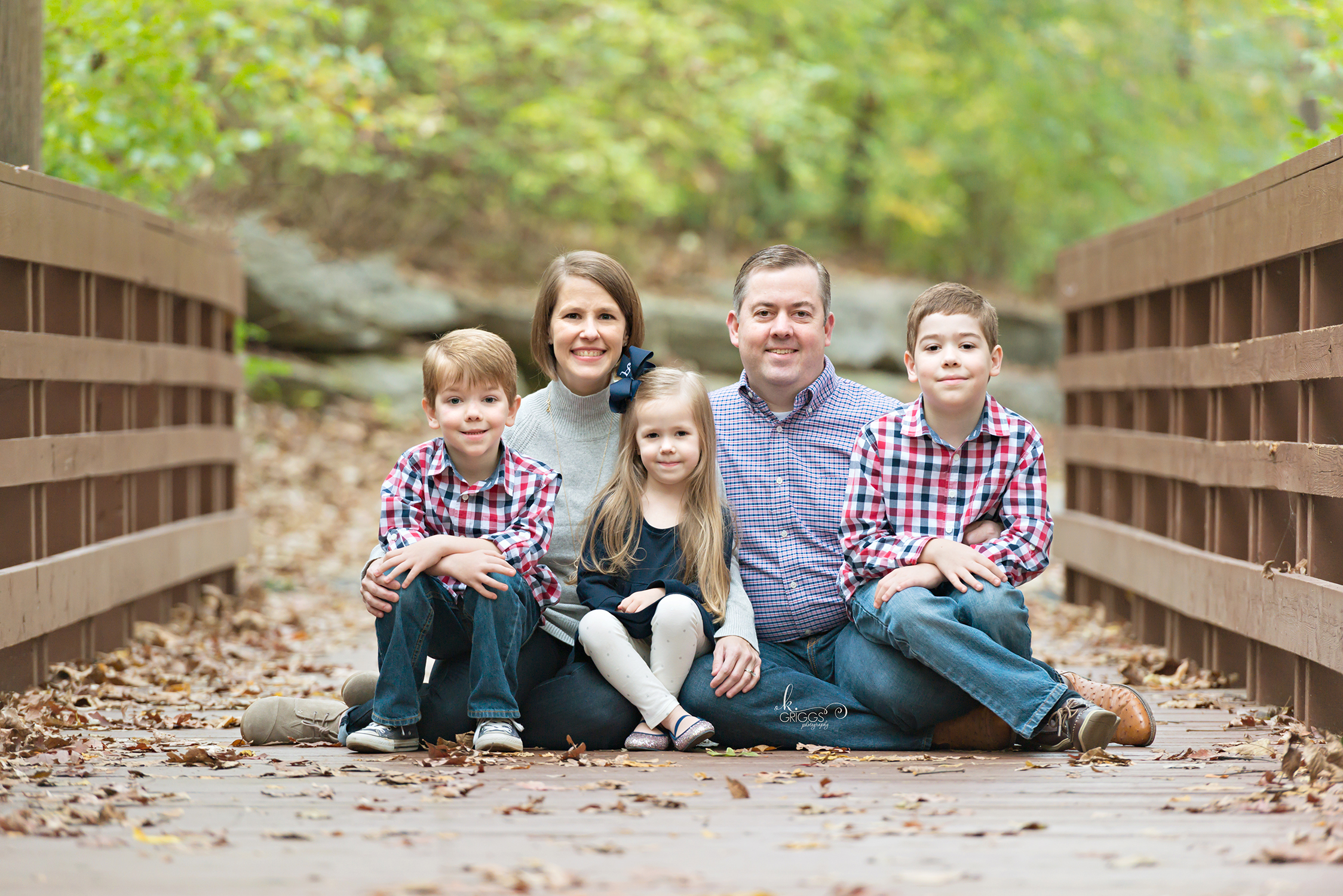 Family of 5 sitting on bridge | St. Louis Photography