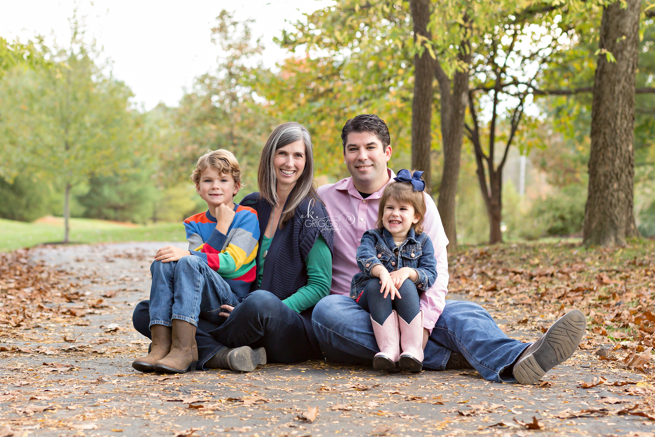 Family of 4 sitting on path in park | St. Louis Photographer