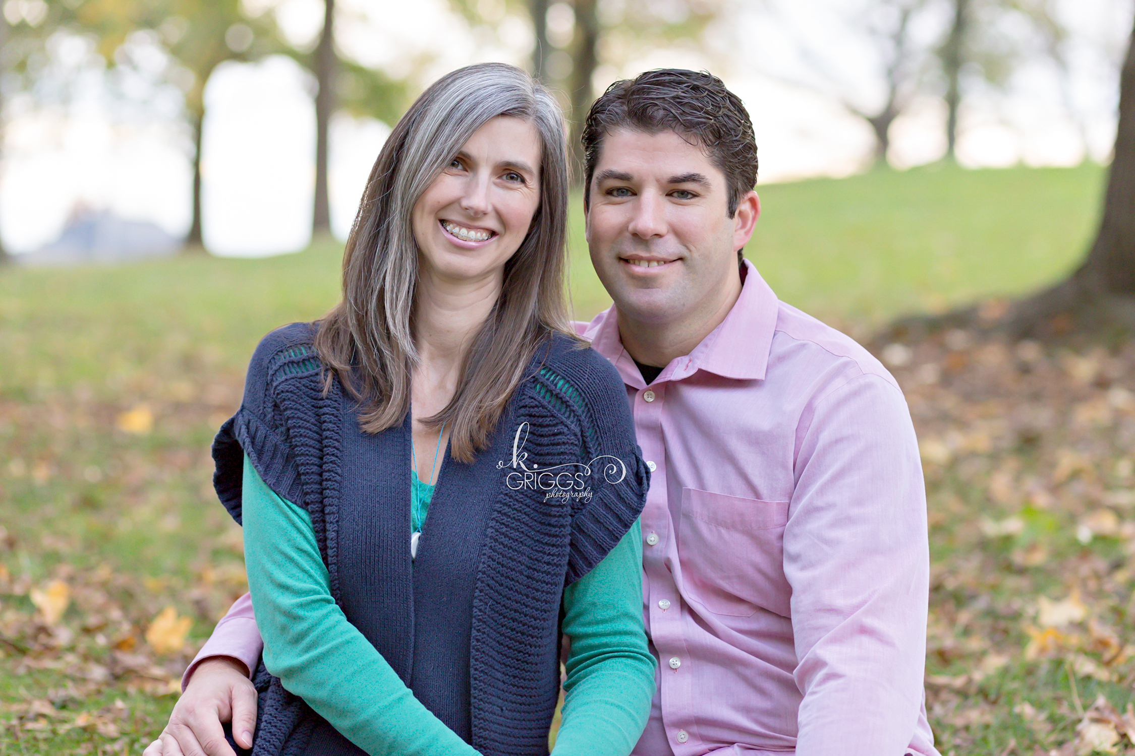 Couple sitting on grass in park | St. Louis Photography