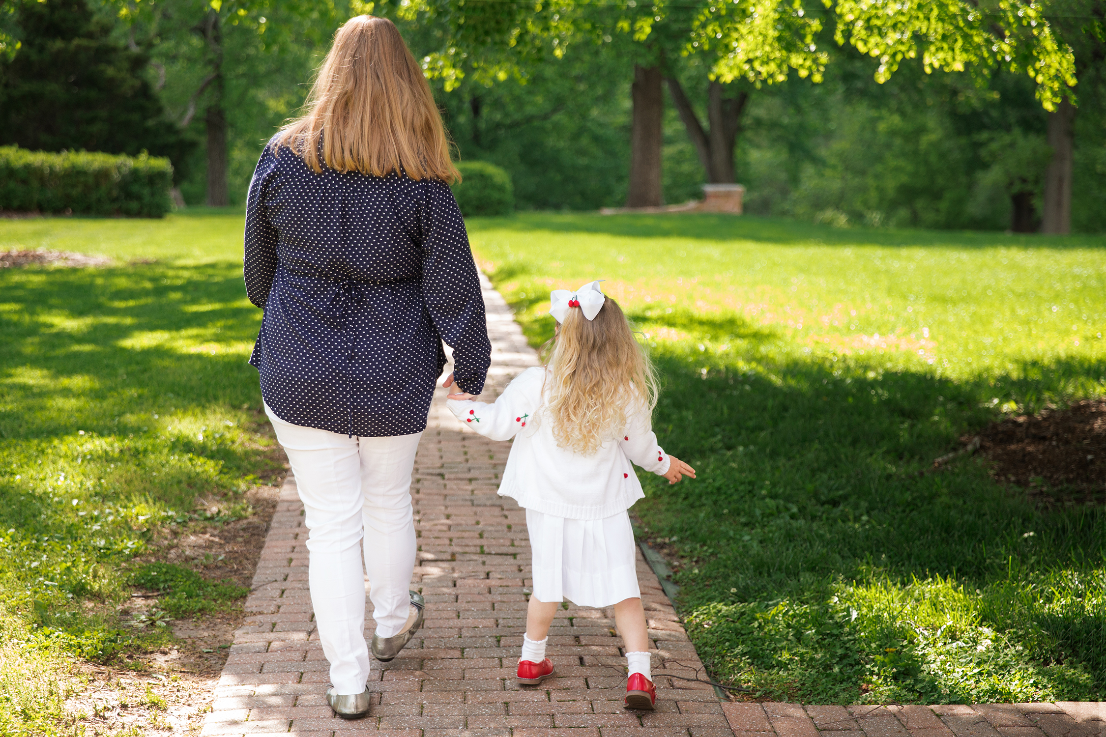 Mother and daughter walking down path | St. Louis Photographer