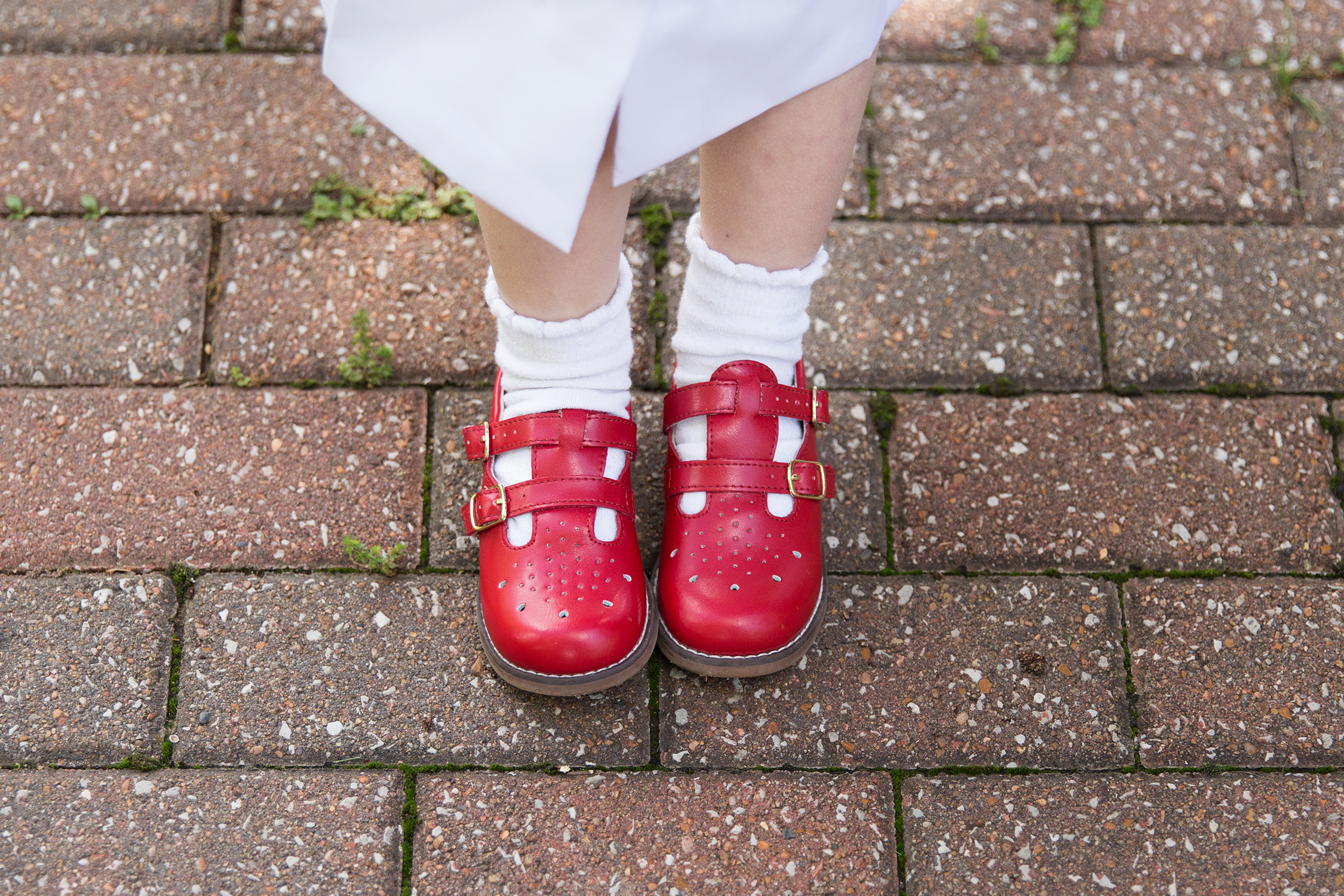 Little girl's red shoes | St. Louis Kid's Photographer